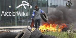 ArcelorMittal supprime 1 300 emplois supplémentaires.
