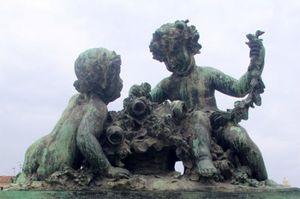 Gare de Marseille - Bronzes de l'escalier