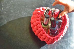 Une corbeille en forme de coeur