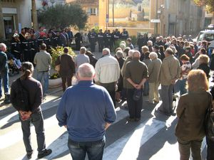 Rassemblement devant la mairie