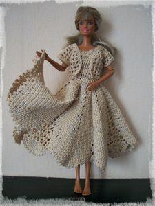 Recyclage de napperon en robe pour Barbie