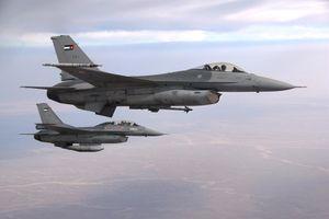 Un F-16 de l'armée de l'air Jordanienne s'écrase en Irak - le pilote aux mains des combattants de l'EI