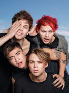 5 Seconds Of Summer : leur nouveau single &quot&#x3B;Girls Talk Boys&quot&#x3B; sortira le 15 Juillet 2016 !