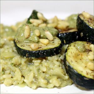Risotto au pesto et courgettes roties