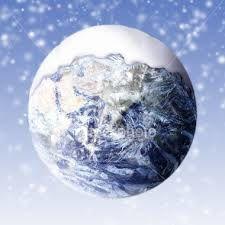 La couche de glace s'étend sur la Planète.