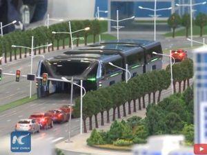 Ce bus chinois peut enjamber les voitures _mise à jour_