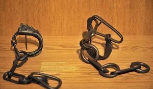 Esclaves de toujours et de naguère
