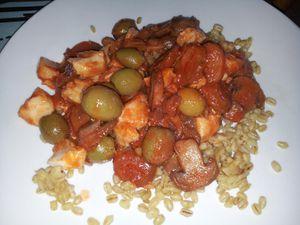 Lieu à la tomate, champignons et olives