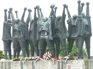 Un monument aux déportés à Mauthausen/JLB