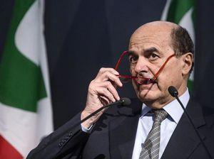 Pier Luigi Bersani non rilascia interviste. Però nelle conversazioni private...