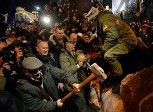 Mauvaise nouvelle en Ukraine : Destruction de la statue de Lénine