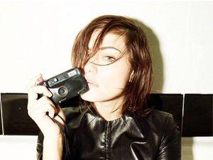 Phoebe Tonkin : Doingbird diecisiete