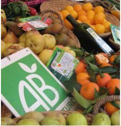 Grâce à l'Europe, on trouvera peut-être bientôt dans nos assiettes des aliments certifiés bio saupoudrés d'OGM ou de pesticides ! Ce qui ferait le bonheur de la grande distribution!