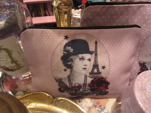 TROUSSE LOVELY LA PARISIENNE