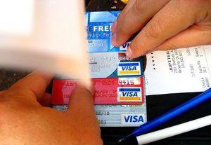 Cinq ressortissants français ont été arrêtés pour avoir utilisé des fausses  cartes électroniques