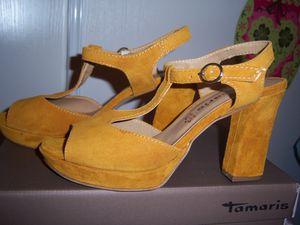 mes chaussures à talons Jaune Ocre