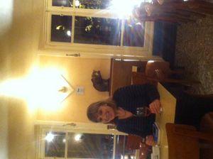 Minette se lèche les babines au café de la Mairie (photo prise par Marie-Pierre)
