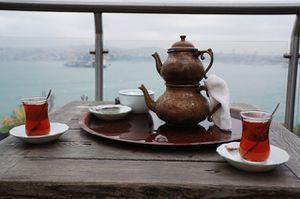 du thé sur le Bosphore