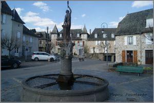 Monument,lavoir ,fontaine et croix au Calvinet