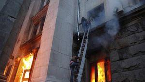 L'horreur à Odessa : 31 militants indépendantistes meurent brûlés par les milices du Pravy Sektor et les pro-Kiev (Les Crises)