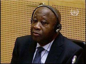 Même en pin's, Gbagbo est wanted en France ! (Le Gri-Gri)