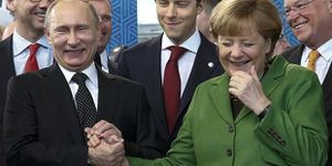 Land for gas: Merkel and Putin discussed secret deal could end Ukraine crisis (The Independent)