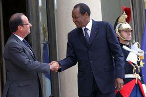 Un million de burkinabés dans la rue. Notre ami le dictateur Blaise Compaoré, assassin de Sankara, chassé du pouvoir ! (Solidarité internationale)