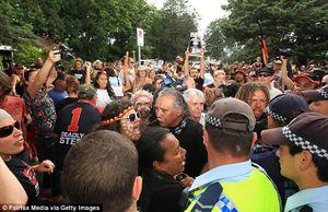 Des Australiens manifestent pour défendre le droit des Arborigènes (Press TV)