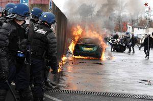 Des marines américains et des gendarmes français organisent une formation de répression d'émeutes (Agence Info Libre)