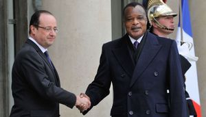 Le dictateur Sassou NGuesso a repris l'initiative à Paris