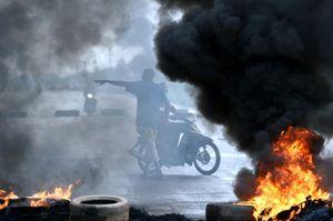 Sur les barricades de Ouagadougou: &quot&#x3B;A bas la Cédéao!&quot&#x3B; (AFP)