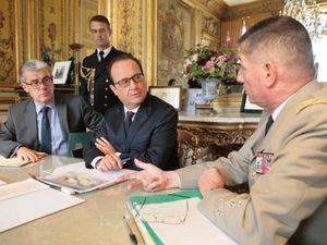 Après les attentats du 13 novembre, la cote de popularité de François Hollande augmente de 7 points et passe à 27%