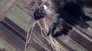 Les avions de chasse russes bombardent les camions citernes de l'Etat islamique en Syrie (vidéo)
