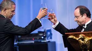 Après Nicolas Sarkozy, François Hollande brigue le statut de premier toutou des Etats-Unis (Russia Today)