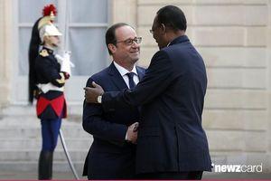 Le dictateur Idriss Déby reçu par le &quot&#x3B;chef de guerre&quot&#x3B; François Hollande