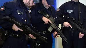 France : la police de Paris équipée de fusils d'assaut, une première (OLJ)