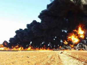 Selon une enquête britannique, la chute des revenus pétroliers de l'EI le rend dépendant du financement des Etats du Golfe (The Guardian)