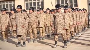 Face à la désertion de nombreux combattants, l'Etat islamique recrute de plus en plus d'enfants (Russia Today)