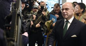 France : Cazeneuve ordonne la répression des manifestants (Press TV)