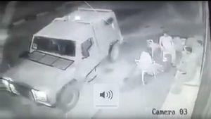 VIDÉO : des soldats lancent une grenade assourdissante contre des Palestiniens qui prennent un café (MEE)