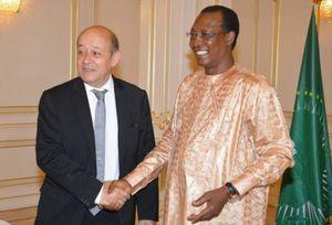 Le Drian soutient le dictateur françafricain Déby. Quand on aime on ne compte pas !