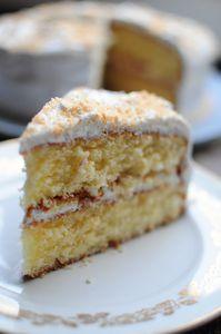 Gâteau noix de coco et citron, déco à la meringue Suisse