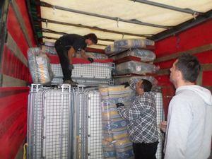 Un camion de canapés lits pour une institution de Lettonie