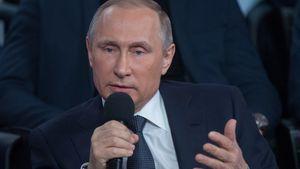 Quand Vladimir Poutine joue les interprètes (VIDEO)