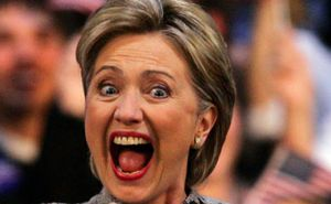 Hillary Clinton, Une folle qui menace le monde