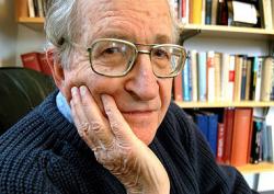 Noam Chomsky : Ce sont les États-Unis qui sont isolés, pas Cuba.