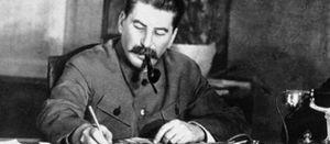 MAI 1945 : LA FRANCE LIVRE 102.481 PRISONNIERS RUSSES A STALINE