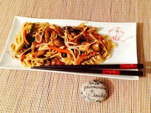 Noodles aux légumes, canard et noix de cajou