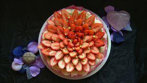 Dacquoise pistache et fraises pour la fête des mères