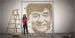 Un portrait de Jackie Chan fabriqué avec 64000 baguettes chinoises